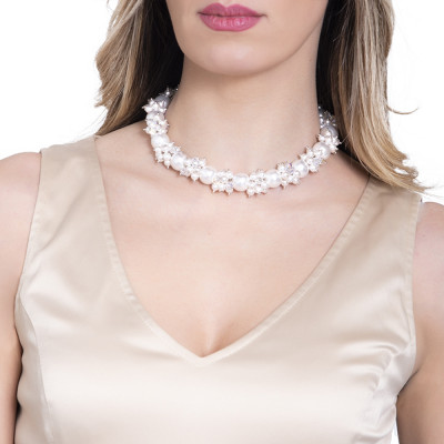 Necklace with a bouquet of white pearls and zircons