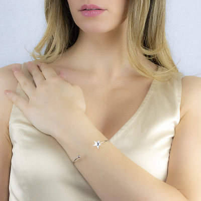 Rigid open bracelet with star