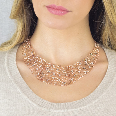 Semi-rigid rosy necklace with mesh and Swarovski weave