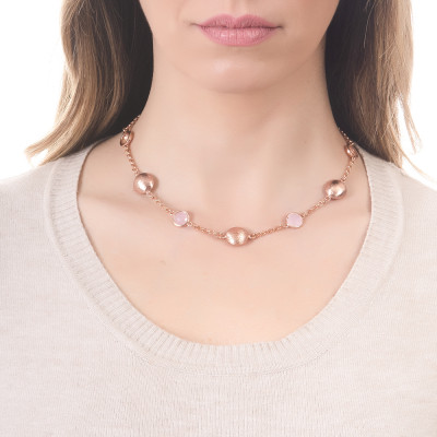 Necklace with peach crystals and rose-colored quartz milk and scratched elements