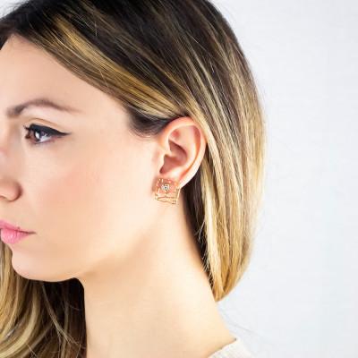 Golden lobe earrings with mesh and Swarovski weave
