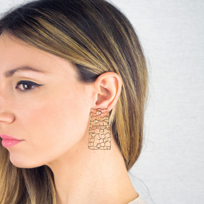 Golden earrings with asymmetrical modules and Swarovski