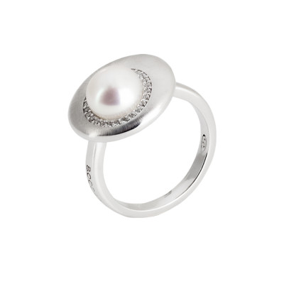 Moon eclipse ring with cubic zirconia and natural pearl.