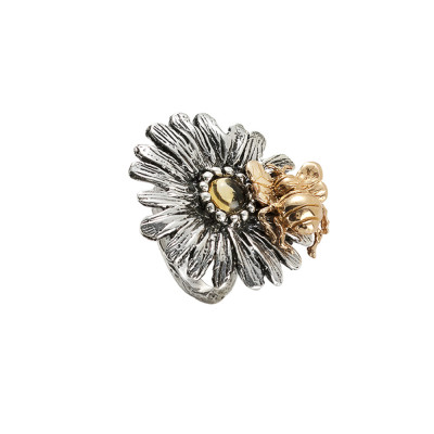 Daisy ring in burnished silver and golden bee