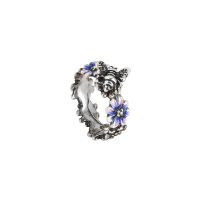 Band ring in burnished silver with daisies painted in blue and bee