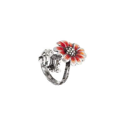 Ring in burnished silver and daisy painted in shades of orange