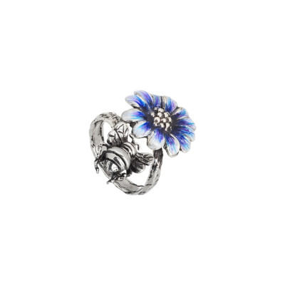 Ring in burnished silver and daisy painted in shades of blue