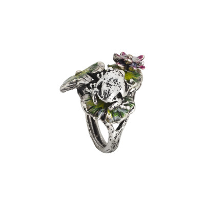 Ring in burnished silver with decoration of painted water lilies and frog