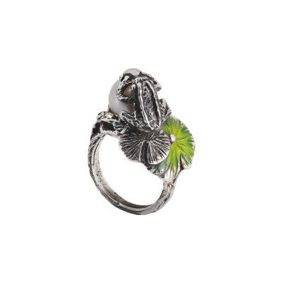 Ring in burnished silver with natural pearl, decoration of water lilies and pink frog