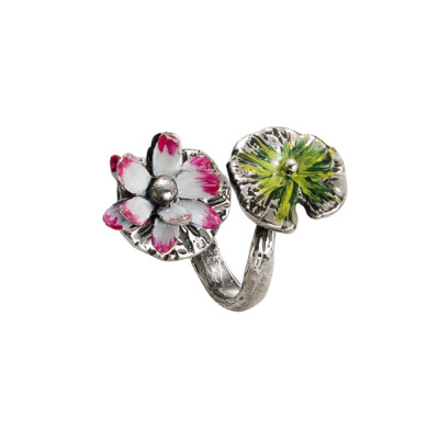 Ring in burnished silver with painted water lilies