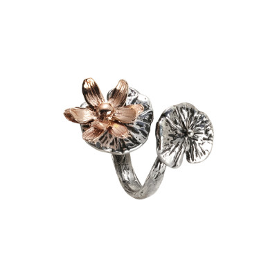 Ring contrari in burnished silver and two-tone water lilies