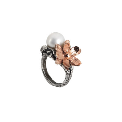 Ring in burnished silver with natural pearl and pink waterlily