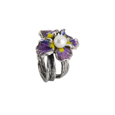 Ring in burnished silver with painted water lily and natural central pearl