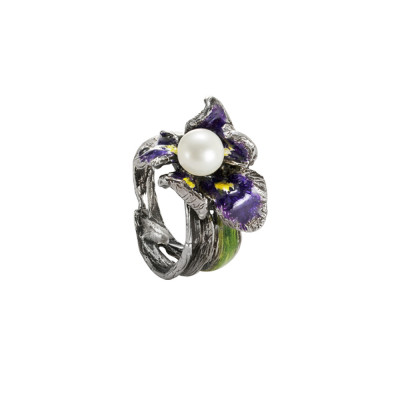 Ring in burnished silver with small painted water lily and natural pearl
