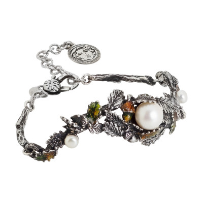 Bracelet in burnished silver with decoration of acorns, painted chestnut leaves and natural pearls