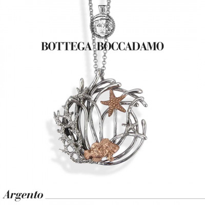 Double necklace wearing with pendant decorated with marine elements plated in rose gold