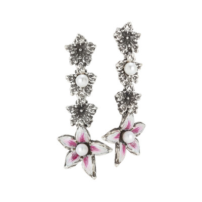 Hanging earrings with lilium flower decorated by hand at the end