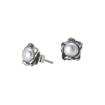 Stud earrings with burnished cherry blossom and natural pearl