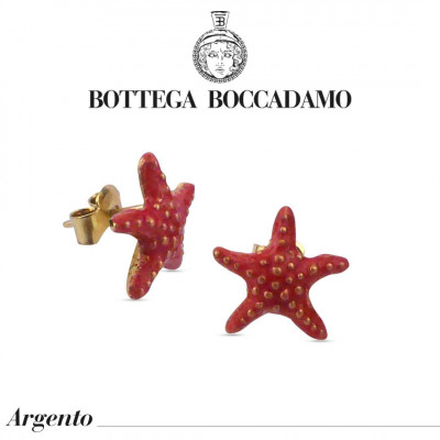 Lobe earrings with coral-colored starfish