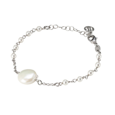 Bracelet with natural pearls