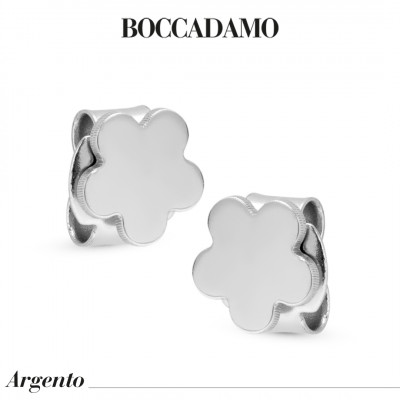 Flower-shaped stud earrings