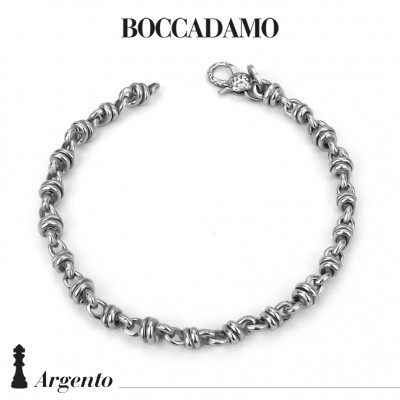 Bracelet with knot links
