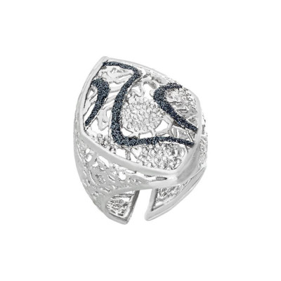 Ring with the decorated surface waves of glitter