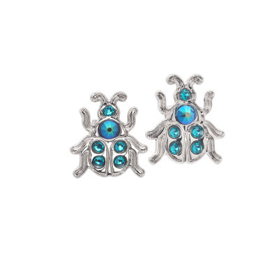 Lobe earrings with scarab