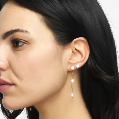 Yellow gold plated mono earring with natural dangling pearls