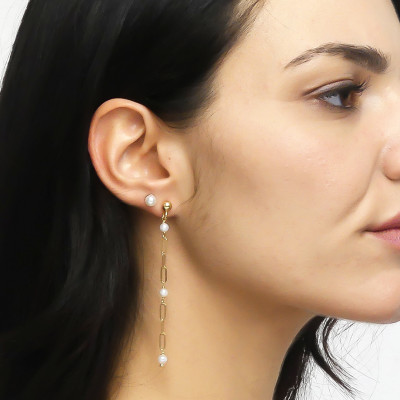 Yellow gold-plated mono pendant earring with natural dangling pearls