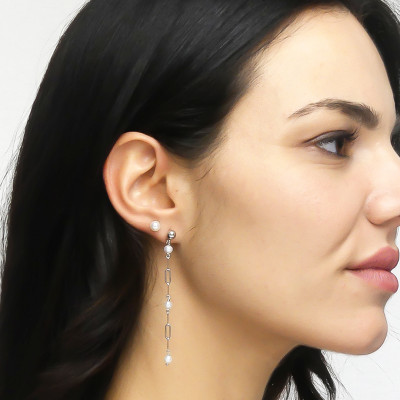 Mono pendant earring with natural dangling pearls