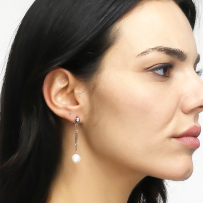 Earrings with tuft of natural pearls