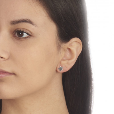 Star-shaped stud earrings
