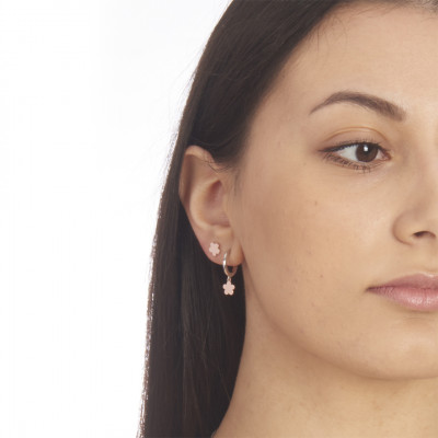 Flower-shaped rose gold-plated stud earrings