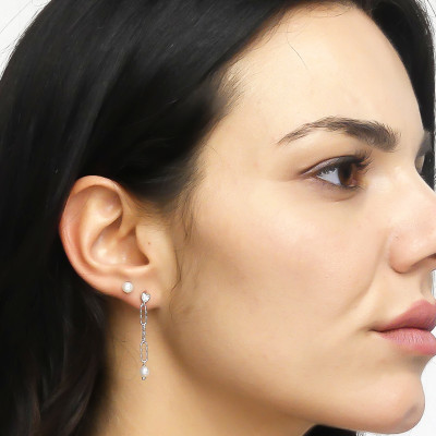 Stud earrings with natural pearls
