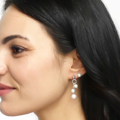 Tufted earrings with natural pearls