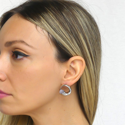Lobe earrings with gray cat-eye agate crystals