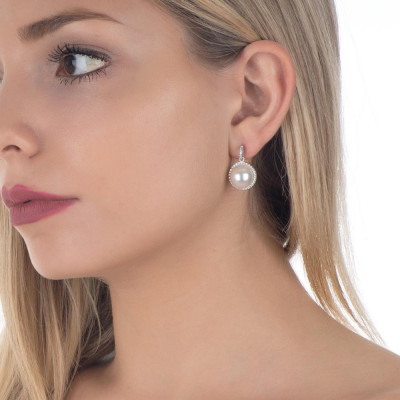 Earrings in the lobe with zircons and Swarovski pearl