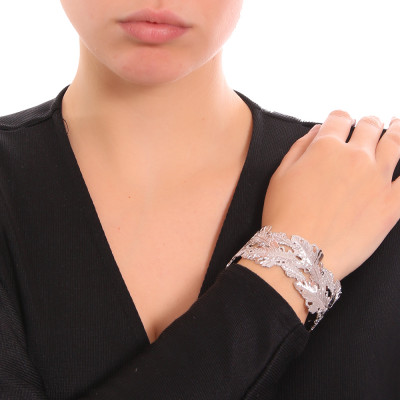 Rhodium-plated rigid bracelet with oak leaf decoration