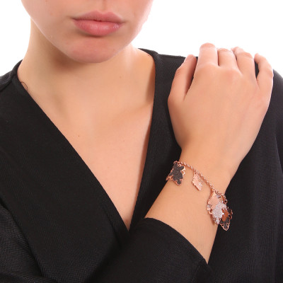 Rose gold plated bracelet with smooth and glittery hanging leaves