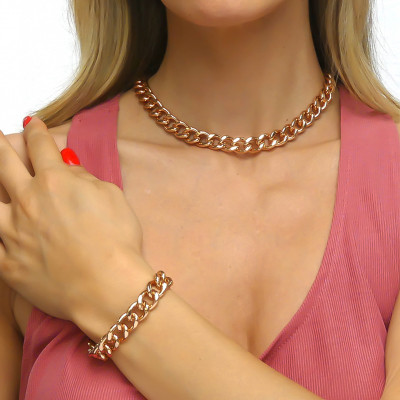 Small pink curb bracelet with beaten finish
