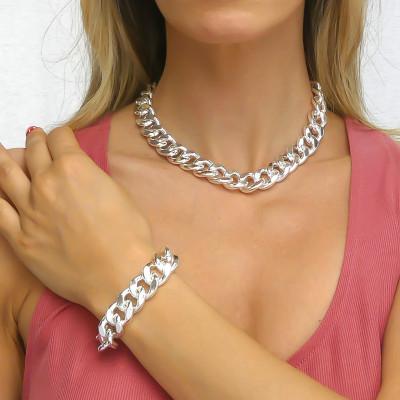 Medium curb bracelet with batting finish