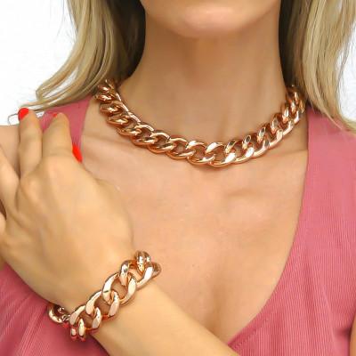Big pink curb bracelet with beaten finish