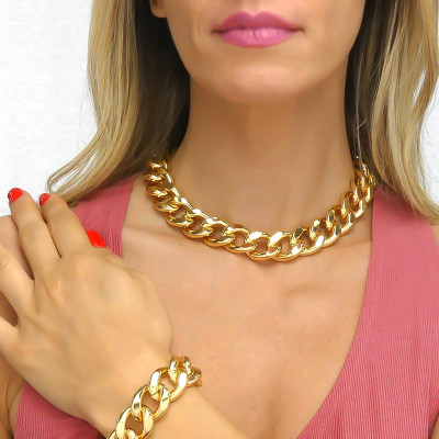 Yellow bronze medium curb necklace in beaten finish