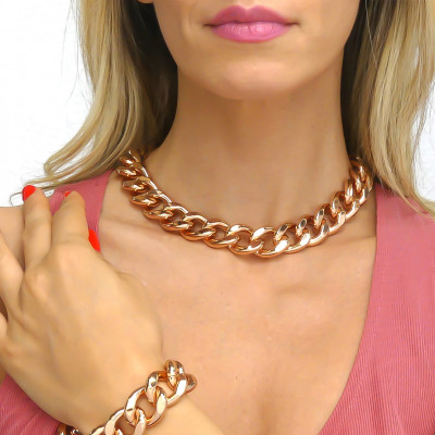Medium pink curb necklace in beaten finish