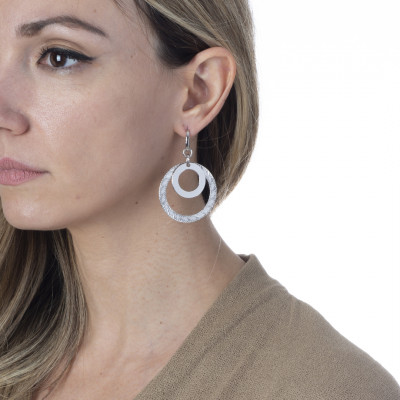 Rhodium plated earrings with concentric circular pendant