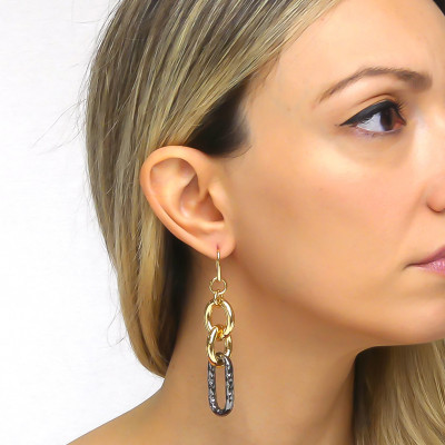 Forced yellow bronze and ruthenium chain earrings