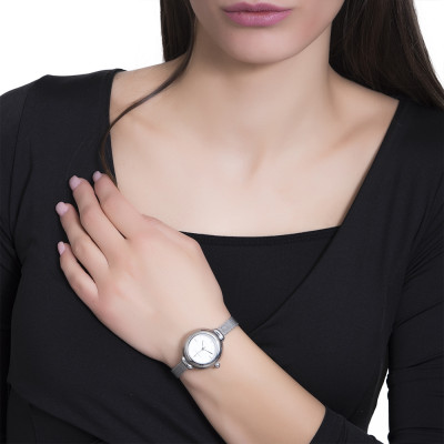 Wristwatch woman with golden quadrant and cabochon crown