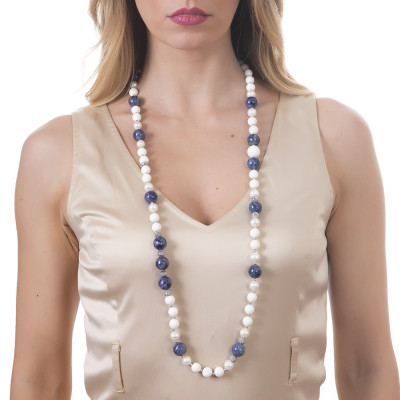 Long necklace with natural pearls, sodalite and white agate.