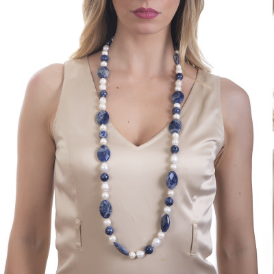 Long necklace with natural pearls and sodalite